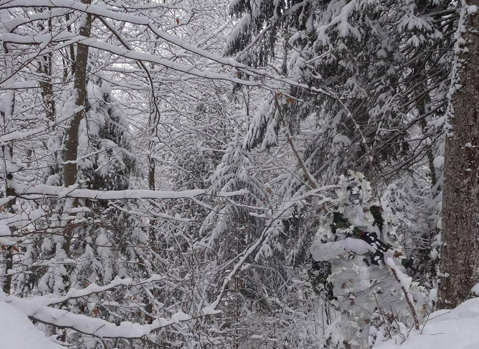 камуфляж не видно в снегу