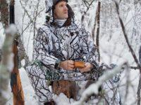 Зимний маскхалат в лесу
