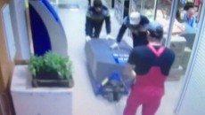 Преступники украли банкомат воспользовавшись спецодеждой